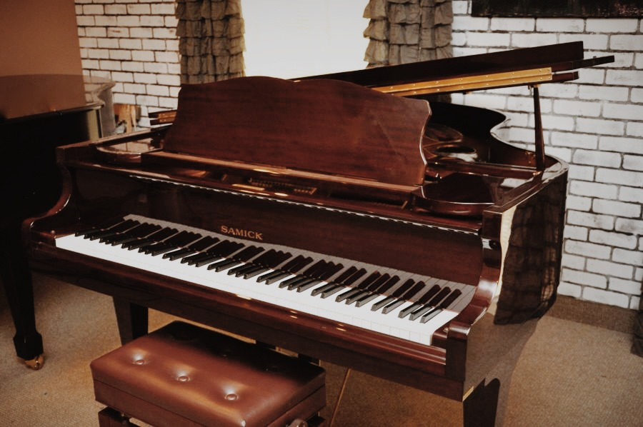 know how image for professional baby grand piano movers blog